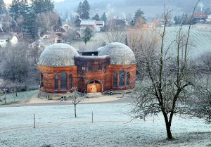 800px-Dornach - Glashaus am Goetheanum im Winter